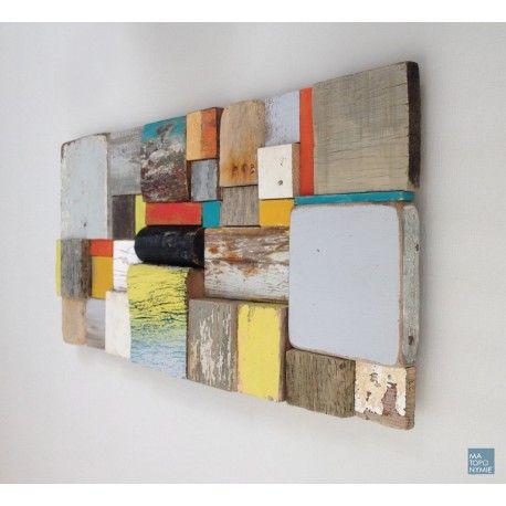Exemple de mosaïque en bois recyclé qui a été collecté sur le littoral Atlantique. Ce support est à mi-chemin entre l'œuvre d'art et le média de communication en entreprise : peuvent y être inscrits par mes soins (à l'aide de peintures écologiques uniquement) les fondamentaux d'une société, ses valeurs.