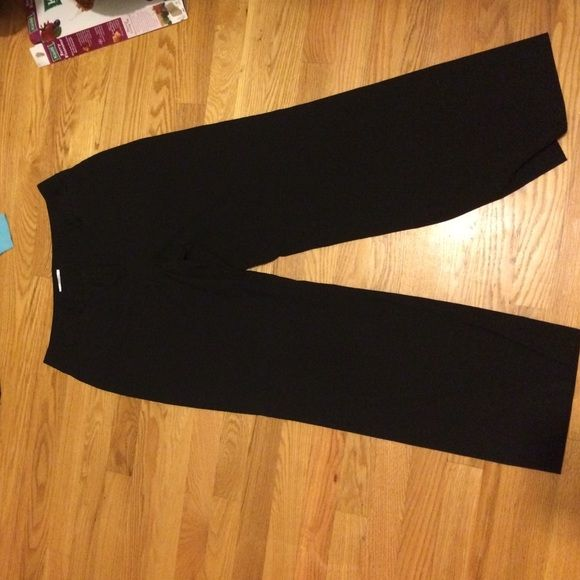 "Petite Black Dress Pants Very good condition black dress pants. two small flap pockets in front. 9.5"" rise 28.5"" inseam LOFT Pants Trousers"