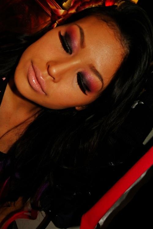 purple/pink smokey with nude lip