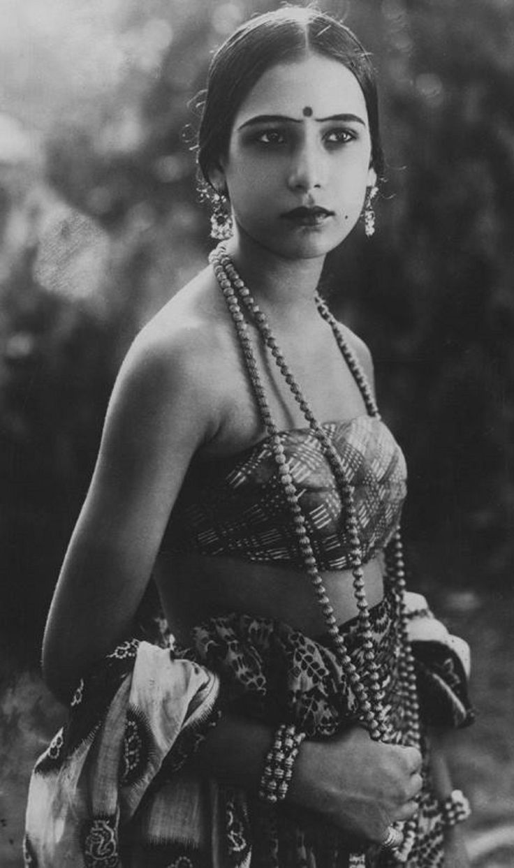 lunawoman:  Seeta Devi  Indian silent film actress 1925