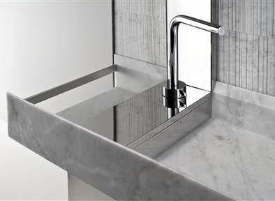 Oltre 25 fantastiche idee su bagni bianchi su pinterest for Rimodellare i piani per la casa in stile ranch