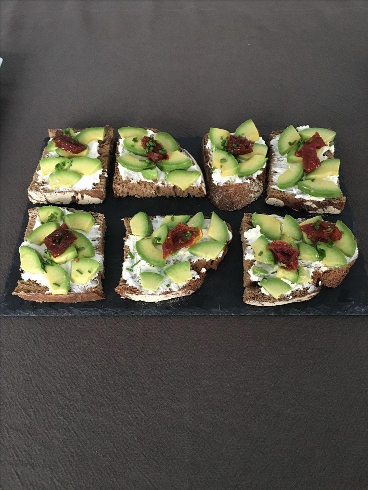 Vegan. Healthy avocado toasts