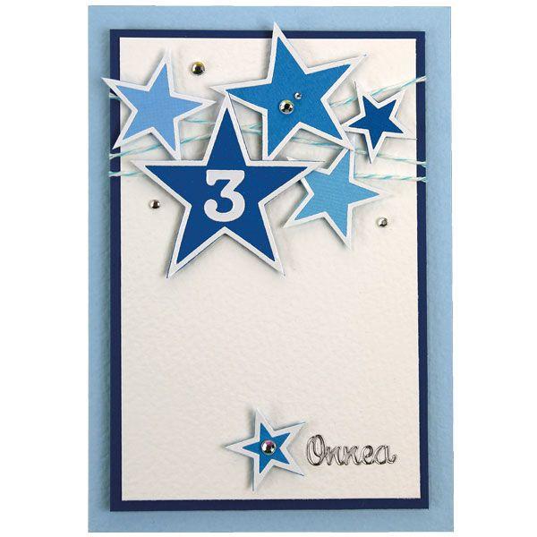 Tähtiaiheiset ääriviivatarrat on kiinnitetty erivärisille kartongeille, leikattu irti reunoja myöten ja kiinnitetty korttiin kohotarrapaloin. Tarvikkeet ja ideat Sinellistä!