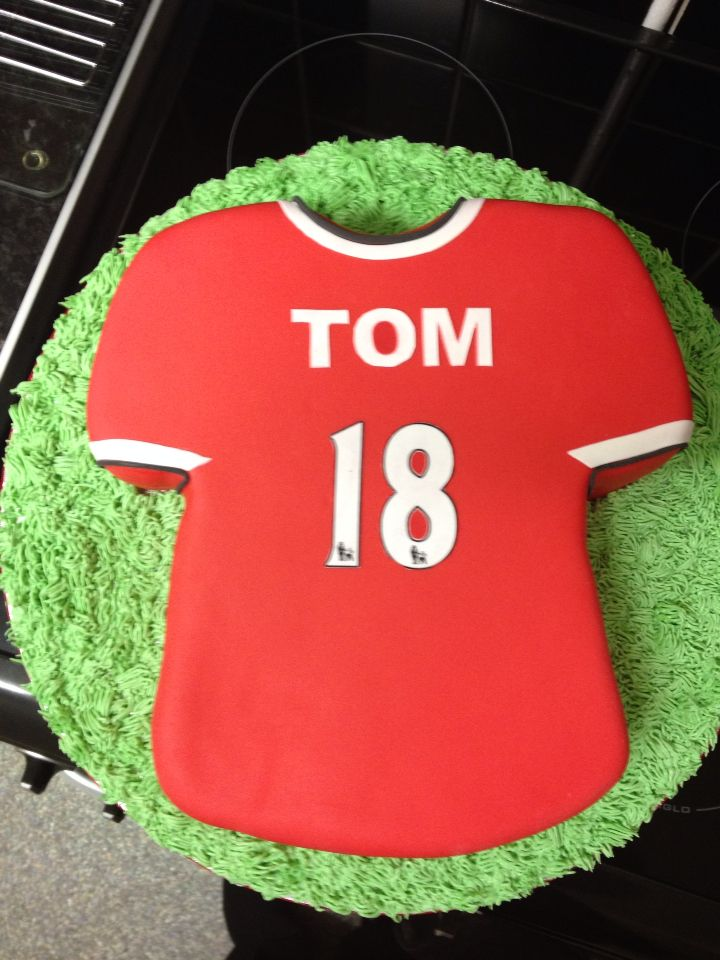 Cake Decorating Football Shirt : 17 best images about Football shirt cakes on Pinterest ...