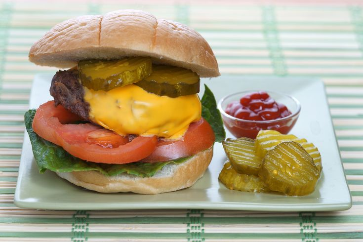 How to Cook a Good Burger on the Stove.  Basic, simple, easy.   When you want a good burger in a hurry.   Easy to do in a pan.   Great fast hamburger patty recipe.  (Hamburger patties / stovetop / stove top / quick / easy)