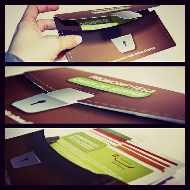 Schede mobili inserite in un raccoglitore a forma di valigetta ventiquattrore - Promoimpresa www.studioventisei.it