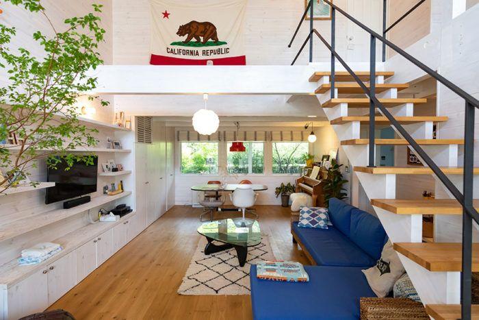 カリフォルニアスタイルの家アウトドアライフを楽しむ海沿いのサーフ