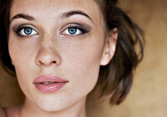 10 gyönyörű smink, ami jól fog állni, ha szeplős vagy