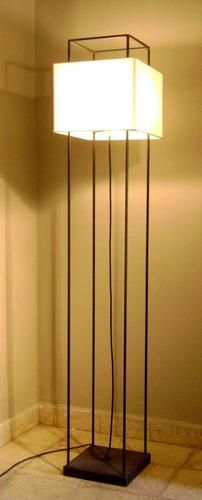 Iluminá tu Living con estilo. Diseño Hecho a Mano en Argentina : Lampara de Pie Faro altura 1,72 pantalla 33x33cm, color chocolate con Pantalla Natural | concretoarttigre