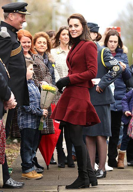 Кейт Миддлтон приехала в Южный Уэльс в мини-юбке