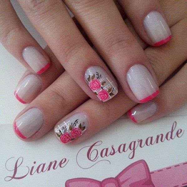 Manicura en gris con punta fiusha y en el dedo enfasis dos flores sencillas del tono rosa