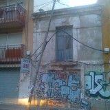 Susto en el barrio alicantino de San Antón Bajo al caer un poste en una zona de inmuebles ruinosos   Alicante Actualidad