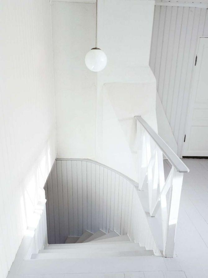 PIA TÖRNELL SKAPAR I SIN LANTHANDEL PÅ KINNEKULLE: Bakom släta masonitväggar dolde sig vackra original. Fin pärlspont och spegeldörrar från förra sekelskiftet | Lantliv