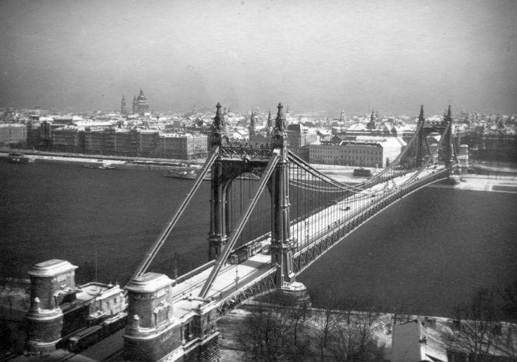 The original Elisabeth bridge before the 2nd World War.