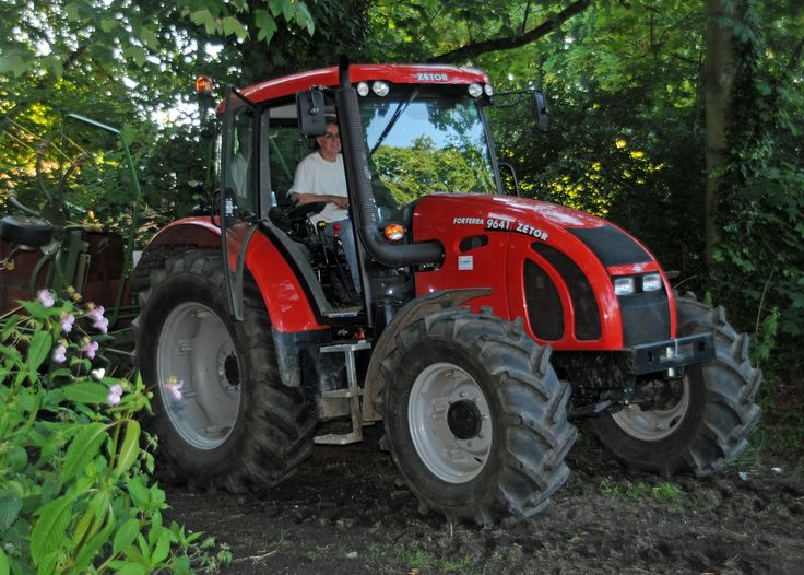 Zetor_Forterra_9641_tractor,_Atherton_Old_Hal 90 hp