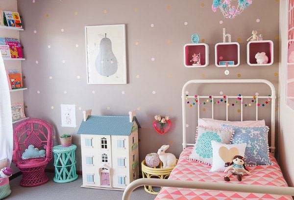Show us your nursery - Holly's pretty vintage bedroom