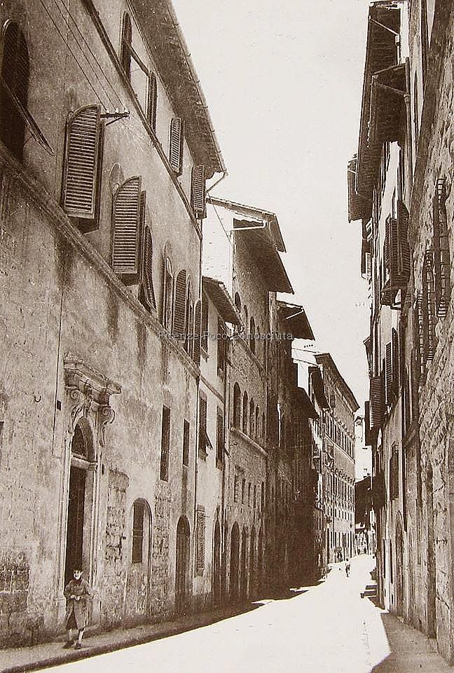 Via dei Bardi prima delle sciagurate mine dell'agosto del 1944. #Florence #GoldenStay #Goldenstayflorence