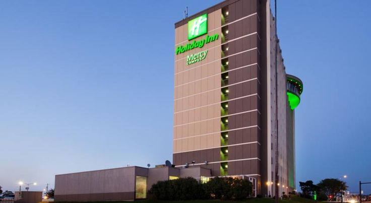 Holiday Inn Des Moines-Downtown-Mercy Campus Des Moines Steps from the Wells Fargo Arena and the Mercy Medical Center, this hotel in central Des Moines, Iowa offers free shuttle service to the airport and local area attractions.