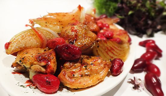 Овришта: курица с кизилом (Azerbaijani Chicken with Cornelian cherries – Ovrishta), луком