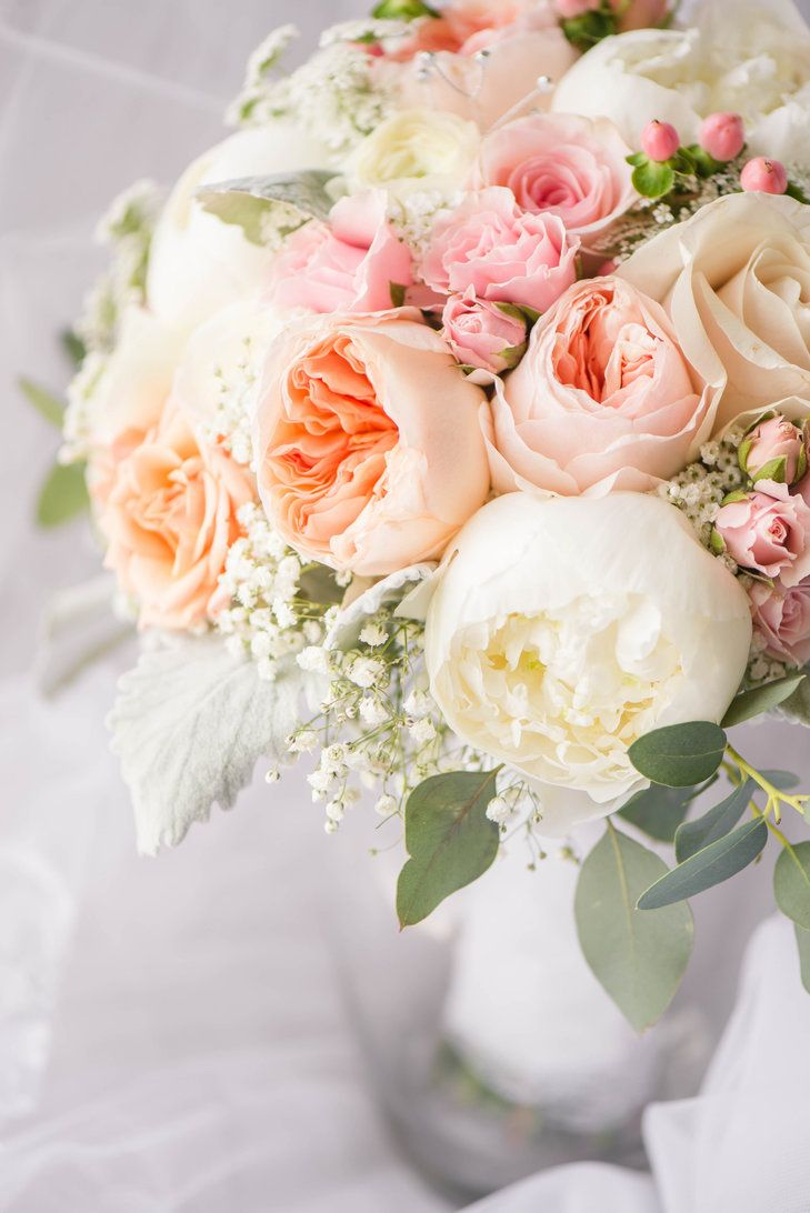 blush ranunculus and rose bouquet