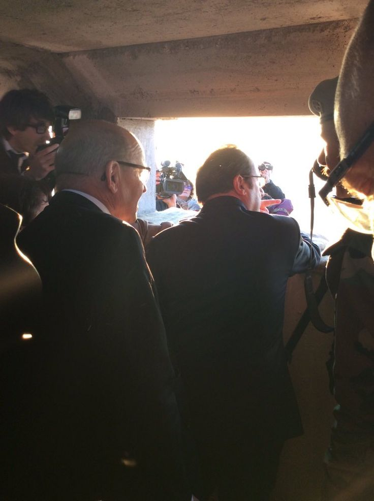 French President Hollande observing #Mosul frontline (Source: Syria Today @todayinsyria