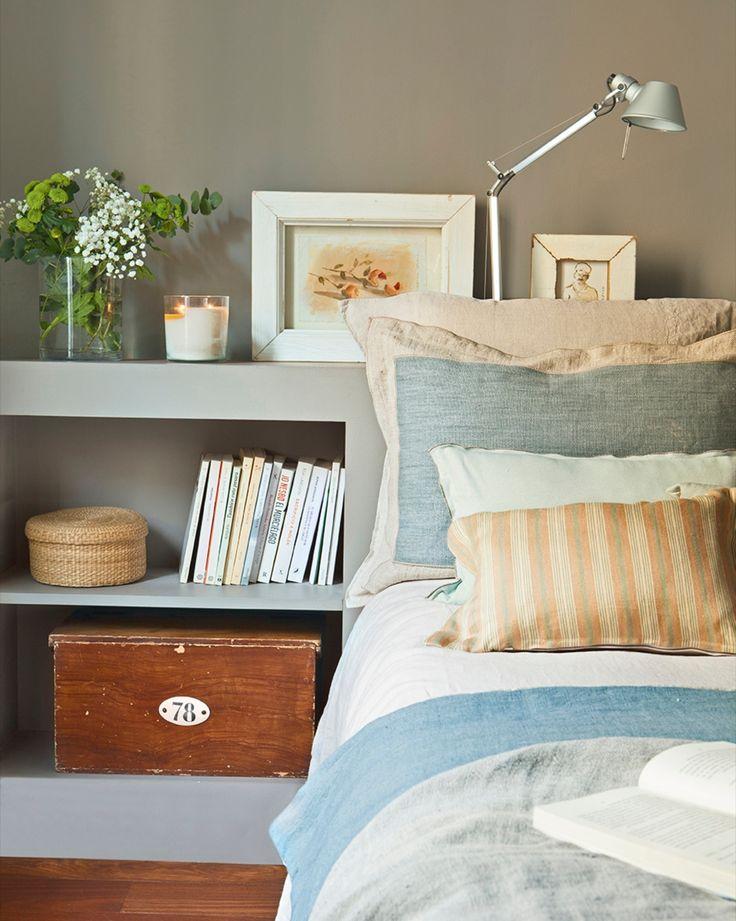 Detalles. El cabecero del dormitorio principal es de obra y se hizo en gris, para que resultara más acogedor.