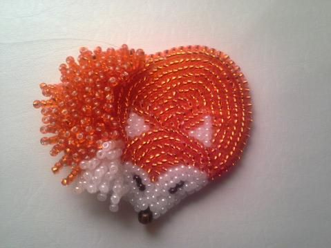 I really wish they had directions for it. Translated, she used the pattern for a heart to make the fox.