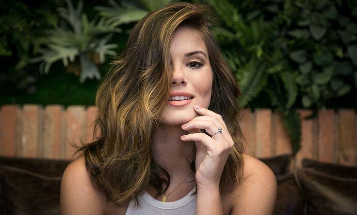 """Para dar vida à Luiza na novela """"Pega Ladrão"""", Camila Queiroz mudou o visual! A atriz aderiu ao long bob e também clareou um pouco os fios."""