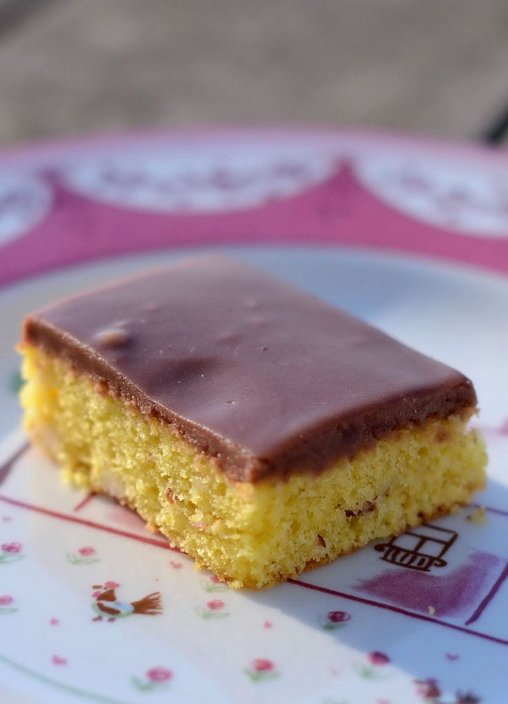 Dagens opskrift kan give en noget populær kage. En crowdpleaser – eller menneskemængde tilfredsstiller blandt venner. Og i stedet for at at skrive opskriften på papirservietter, dørstolper, s…
