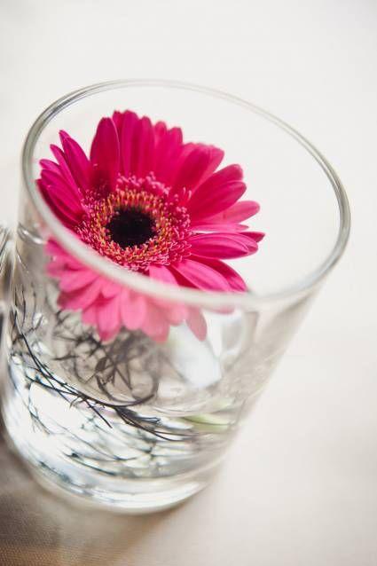 Bloemdecoratie voor op je bruiloft: vrolijke kleuraccenten [Foto´s]