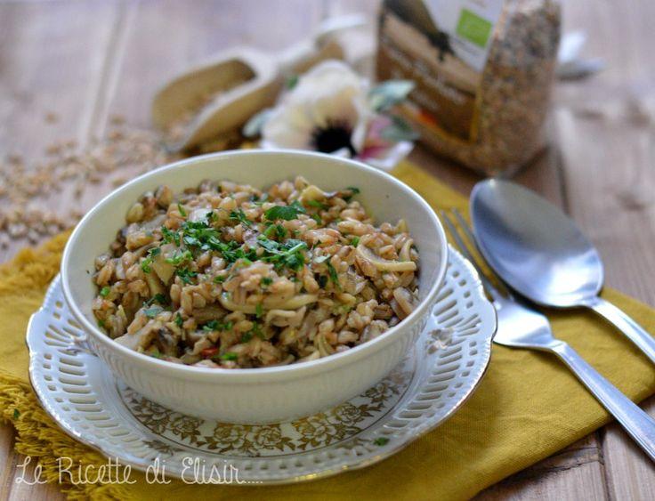 Il farro perlato è uno dei cereali più versatili e buoni che ci sono. In padella o nelle zuppe, ottimo sostituto del riso. Farro in dispensa ne abbiamo?! http://blog.giallozafferano.it/ricettedielisir/farro-padella-funghi-misti/