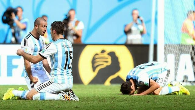 The Legend Lionel Messi: Photos... Messi and Mascherano led the psychologic...