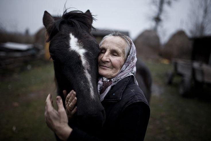 Mateusz Baj (Polonia) Un'abitante di Szack con il suo cavallo, Ucraina, categoria open.