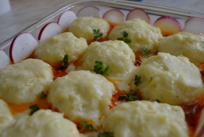 Retete Culinare - Cartofi cu sos de ciuperci la cuptor