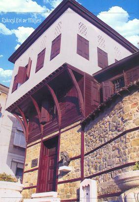RAKOCZİ FERENC MÜZESİ: Macar prensi II. Ferenç Rakoczi'nin Tekirdağ'a 1720 yılında gelip ölüm tarihi olan 1735'e kadar içinde 15 yıl oturduğu 17. Yüzyıldan kalan bir Türk evidir. Macar Hükümeti tarafından 1932 yılında bir macar mimarına aslına uygun onartılarak Müze haline getirilmiştir. (Tekirdağ, Türkiye)