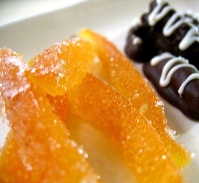 きれいなオレンジ色がエナジーを与えてくれます。八朔の香りとほろ苦さがたまらないっ!チョコ掛けしたりお茶請けにもどうぞ。