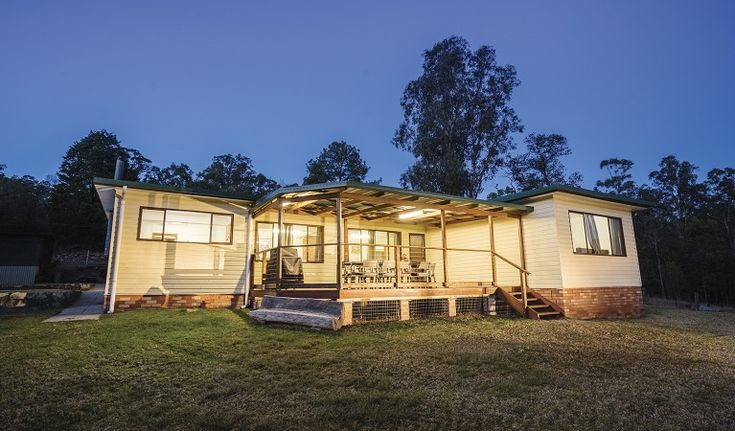 Big Yango House is a perfect base to explore the rich Aboriginal and natural heritage of Yengo National Park, as well as mountain biking, horse riding and birdwatching.
