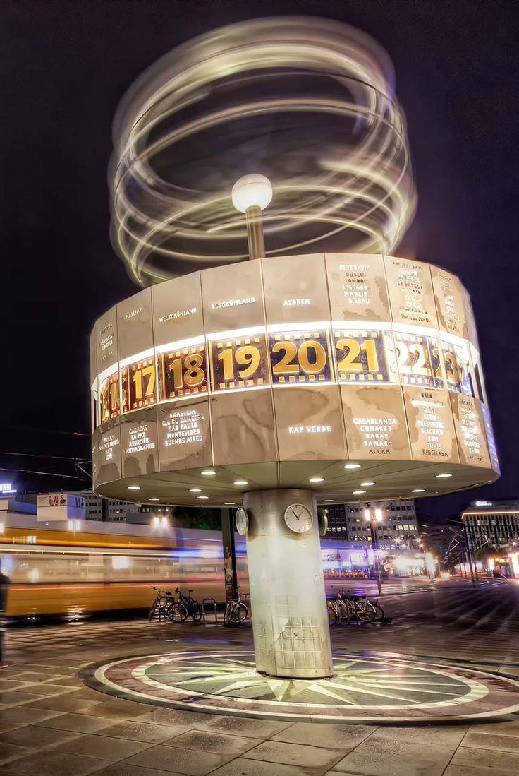 Berlin: Weltzeituhr von 1969 am Alexanderplatz, abends ©Deutsche Zentrale für Tourismus e.V., Trinkhaus, Nico