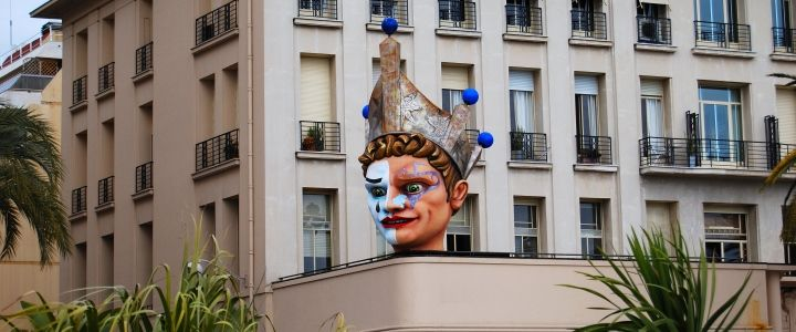 """Carnaval De Nice, Fransa'nın Nice kasabasında düzenlenir. Her yıl geçit töreni ile açılıp çeşitli ülkelerden gelen müzik grupları ve sokak tiyatrocularının gösterileri ile devam eden karnaval, Fransızların deyimiyle """"dünyanın en zarif, en göz alıcı ve eğlenceli etkinliğidir"""". #Maximiles #gezirehberi #festival #wilderness #eğlence #kostüm #farklıkostümler #festivalseason #festivalfashion #festivallife #festivalstyle #celebrate #culture #festivals #şenlikler #festivities"""