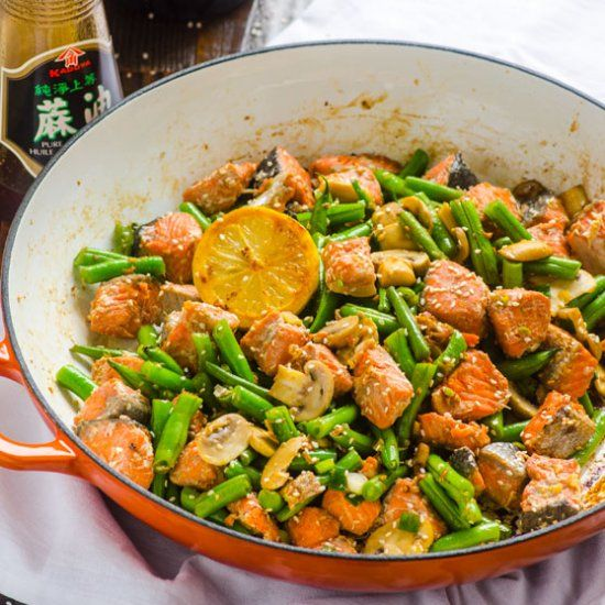 Asian Salmon and Green Beans Stir Fry - Healthy 20 minute skillet the whole family will love + high in protein and low in carbs.