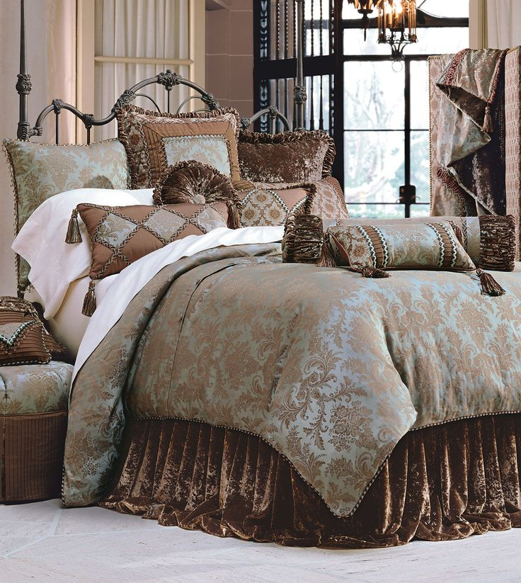 61 best luxury bedding images on pinterest luxury bedding sets bedrooms and beautiful bedrooms for Beautiful bedroom comforter sets