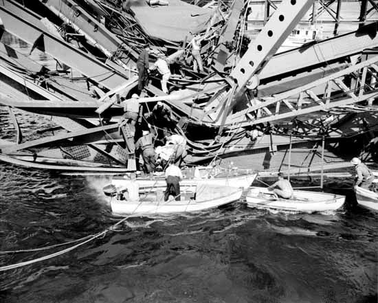 Second Narrows Bridge collapse, June 17, 1958. (Photo by The Province Newspaper - ID 40033, via Vancouver Public Library)