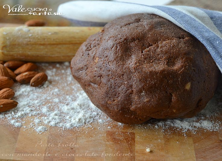 Pasta frolla con mandorle e cioccolato fondente ricetta base per realizzare biscotti e crostate, golosa e friabile una pasta frolla davvero ottima e facile