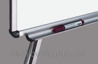Мобильная доска , фото 2 Мобильная доска ― это доска с магнито-маркерной поверхностью на четырех ножках с фиксированным держателем для альбома. Мобильная доска обрамлена в алюминиевую O-line раму c пластмассовыми уголками. Высота доски регулируется до 190 см. В комплекте полочка для маркеров. Размер поверхности 100х150 см.