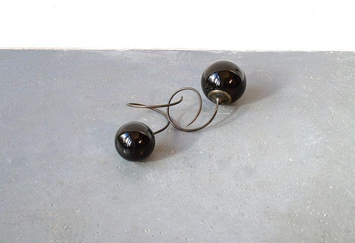 Osman Dinç, verre, laiton, 20x40x15, 1998 Raisins techétchène