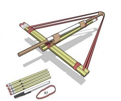 Ballesta casera fabricada con lápices