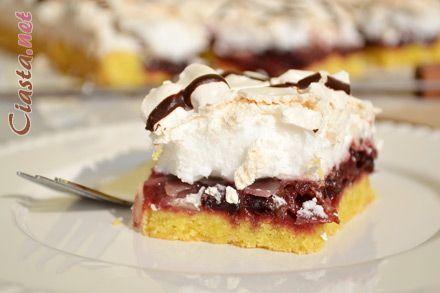 przepis na ciasto kruche ze smażonymi śliwkami i bezą