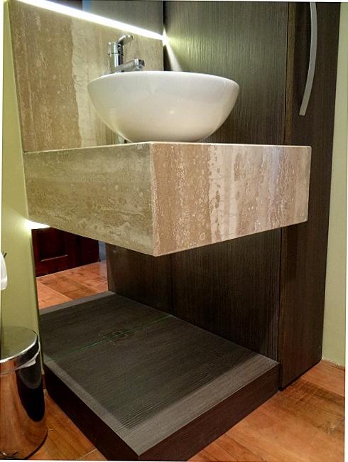 Panel enchapado iluminado con soporte para lavamanos en for Lavamanos de marmol