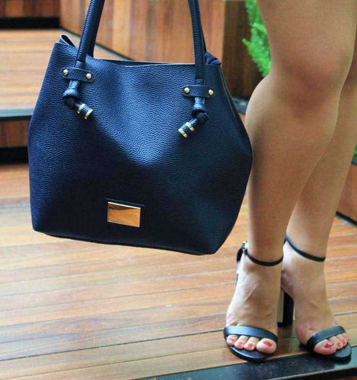 Bolsa Azul Marinho da Santa Lolla - Carol Doria, blue steal, bag, shoes, bag of the day