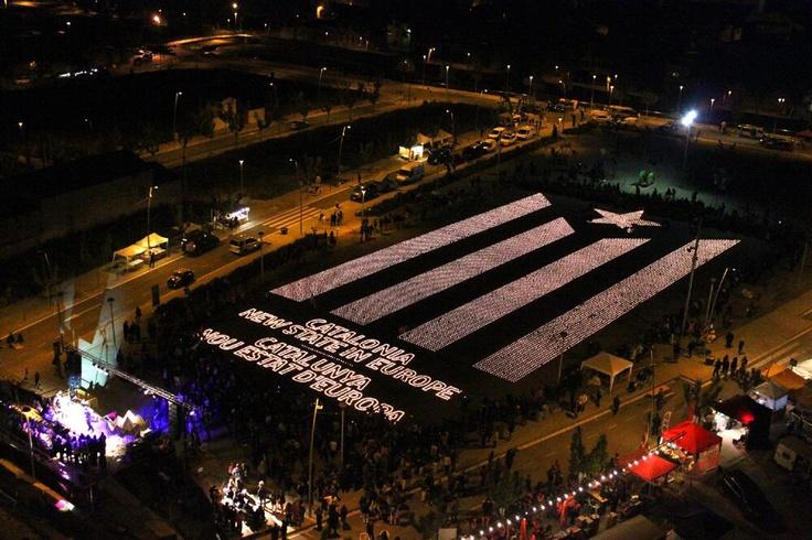 Estelada d'espelmes a Tàrrega, L'Urgell, Catalunya / Candles 'Estelada', the flag of Catalan independence, in Tàrrega, L'Urgell, Catalonia. (23/04/13) foto d'@ajTarrega